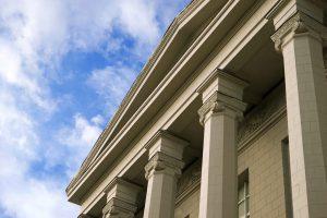 Verbot mehrfacher sachgrundloser Befristung grundsätzlich verfassungsgemäß
